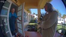 Cámara de vigilancia capta el momento en que una anciana amenaza con un cuchillo a su vecino