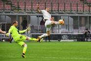 AC Milan rompe la maldición y clasifica por goles de visitante
