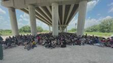 Cansados y con deshidratación, unos 8,000 migrantes fueron procesados por la patrulla fronteriza de Texas durante el fin de semana