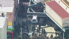 Dos policías resultan heridos en medio del funeral de un rabino al que asistieron cientos de personas en Nueva York