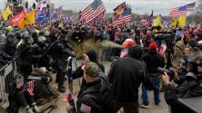 """""""Mátenlo con su propia pistola"""": policías relatan los momentos de terror que vivieron en el asalto al Capitolio"""
