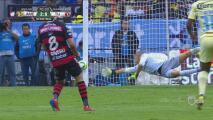 Renato Ibarra estrelló el balón contra el palo