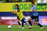 Neymar brilla en Brasil y con un gol y dos asistencias lleva de la mano a la verde amarella para vencer 4-1 a Uruguay.