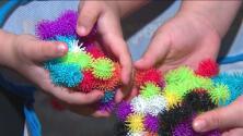 Alerta por juguete 'Bunchems' tras enredarse en el cabello de una niña de Texas