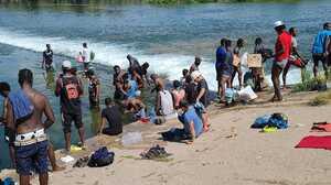 Declaran estado de emergencia por crisis humanitaria tras la llegada de más de 9,000 inmigrantes a Del Río, Texas