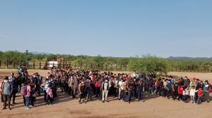 Más de 600 niños en un mes, así han sido las entregas masivas en la frontera de Arizona