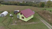 Una mujer quería una casa con vistas: su marido de 72 años le construyó una que gira 360 grados