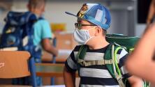 Anuncian sanciones a varios distritos escolares de Florida por exigir el uso de mascarillas en las escuelas