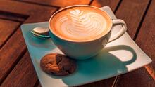 Personaliza tu café con sencillos diseños que podrás hacer en casa