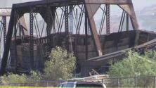 Un puente colapsó y se incendio por descarrilamiento de un tren en Tempe