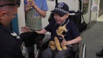 Un pequeño de 7 años con cáncer cerebral hace realidad su sueño gracias a unos policías