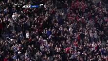 Wayne Rooney vence al portero con un disparo bombeado desde fuera del área, D.C. 5-0 Montreal