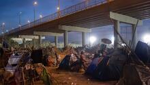 Reabre el puente fronterizo entre EEUU y México que se había convertido en un improvisado campamento de migrantes