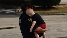 Rescatan a un bebé de un año mientras sus padres sufren una sobredosis de heroína en un auto