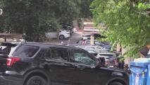 Tras intentar escapar de la policía, hombre se atrinchera en un auto por casi cinco horas