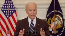 """""""Un poco de respeto"""": Biden pide apreciar el trabajo de quienes luchan contra el coronavirus en los aeropuertos"""