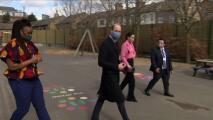 """""""No somos una familia racista"""": el príncipe William habla de la entrevista de Harry y Meghan"""