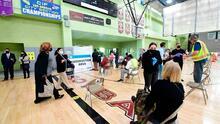 Vacunación contra reloj: seis clínicas de vacunas covid-19 para trabajadores del Distrito Unificado de Los Ángeles