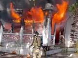 Un incendio consume una casa de dos pisos en el suroeste de Miami
