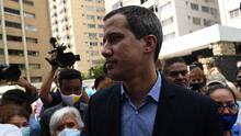 Captan en video cómo agentes del régimen venezolano dispararon en el edificio donde vive Juan Guaidó