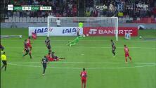 ¡Una muralla! Guillermo Ochoa le niega el gol a Canadá