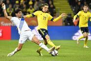 Emil Forsberg y Alexander Isak vuelven a aparecer frente Grecia y le dan la victoria a Suecia 2-0.