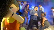 """El que se mueva pierde"": Popular serie de Netflix inspira una pegajosa cumbia que se ha vuelto viral"
