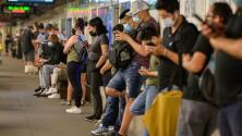 Usuarios del transporte público de Nueva York que no usen mascarillas serán multados desde este jueves
