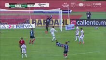 Alfredo Talavera no permite sorpresas e impide el gol de Puebla
