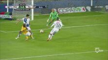Enner Valencia perdona el tercero con remate débil ante el 'Conejo' Pérez