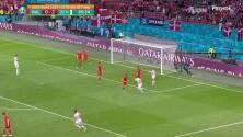 ¡CERCA! Joachim Andersen disparó que se estrella en el poste.