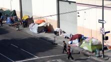 ¿En qué consiste la ordenanza en Los Ángeles que restringe la permanencia de indigentes en ciertos lugares?