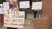 Padres se manifiestan contra presuntas medidas de salud insuficientes en escuelas del Distrito Escolar de San Antonio