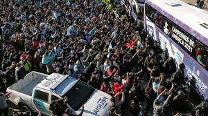 Jugadores de Argentina recibidos como héroes en su regresó al país