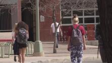 Universidad de Arizona planea graduaciones presenciales en mayo