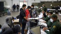 En un minuto: Juez de Texas ordena liberar a más de 200 inmigrantes tras semanas detenidos sin cargos