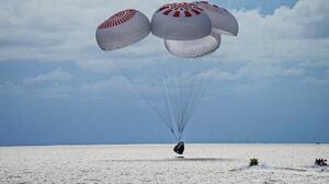 El SpaceX regresa a la Tierra con su primera misión enteramente no militar después de 3 días en órbita