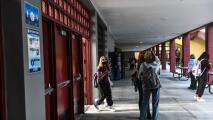Aprueban sanciones contra ocho distritos escolares de Florida por supuestamente violar reglas estatales