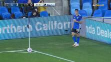 ¡Carlos Fierro marca de cabeza para su segundo gol de la temporada!