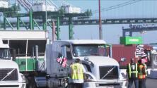 Chóferes de camiones en el sur de California planean una huelga contra el abuso laboral