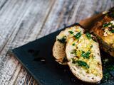 Pan con ajo y aceite de oliva
