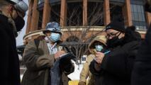 """""""No sé manejar eso"""": las fallas en el sistema de vacunación de Nueva York que generan molestia en la comunidad"""