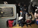 Funcionarios de EEUU bloquearon el paso a unos 300 migrantes cubanos que intentaron cruzar la frontera