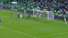 ¡GOL!  anota para Celtic. Anthony Ralston