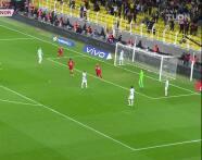 ¡Gol de Turquía! Aktürkoglu aprovecha error y pone el 1-0 sobre Noruega