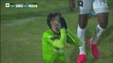 ¡Debajo del arco! Flavio Santos falla el primer gol de Bravos