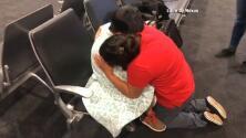 El eterno y dramático abrazo de una madre guatemalteca al reunirse con su hijo