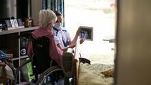 Evalúan las dificultades que enfrentan los trabajadores de cuidado de ancianos en Nueva York