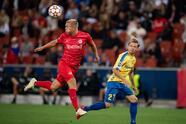 RB Salzburg remonta el partido ante Broendby IF en la eliminatoria de la UEFA Champions League. Mikhael Uhre abrió el marcador al minuto 4' pero Karim Adeyemi (56') y la anotación al final del partido de Brenden Aaronson (90'), le dan la victoria al equipo local.