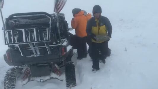 Rescatan a 87 corredores en plena ultramaratón en las montañas de Utah por clima extremo